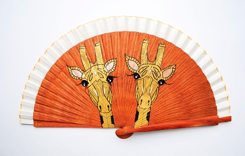 gigi-hand-fans-giraffe
