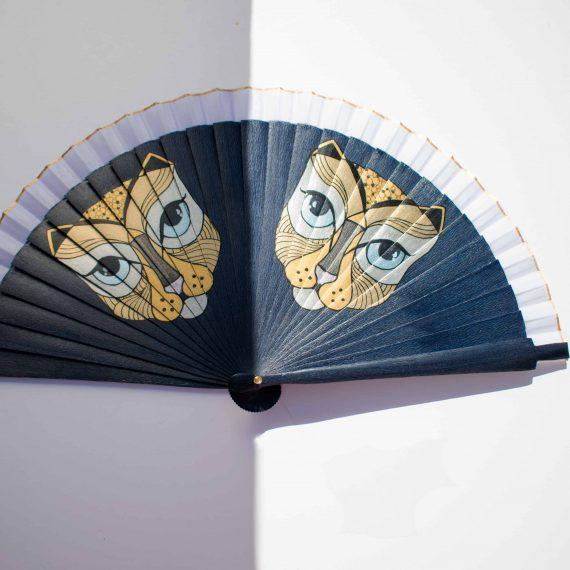 abanico con ilustracion de mininos