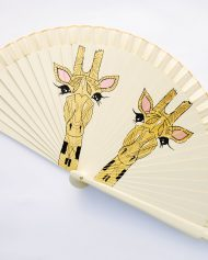 gigi-hand-fans-jirafas-marfil-3