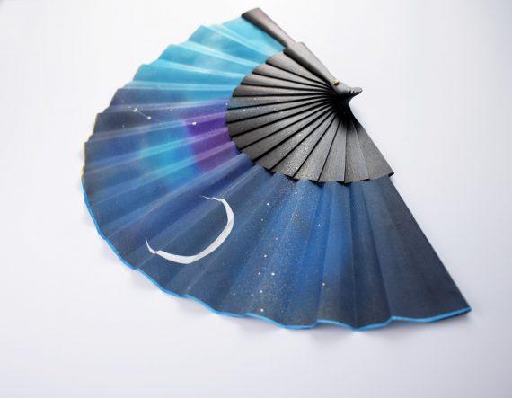hand fan black blue