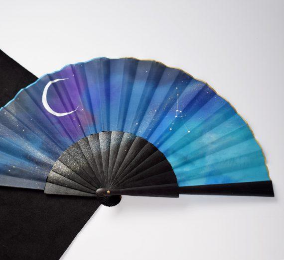 abanico negro azul elegante