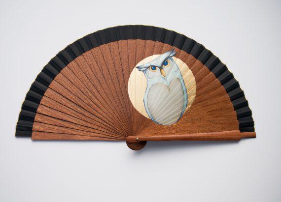 Abanico madera sipo ilustracíón búho